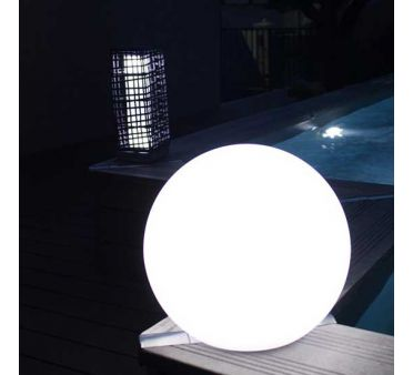 Eclairage terrasse solaire lampe boule led girandole 38 for Luminaire terrasse led