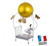 Suspension deco chambre enfant mobile La fille au lit volant