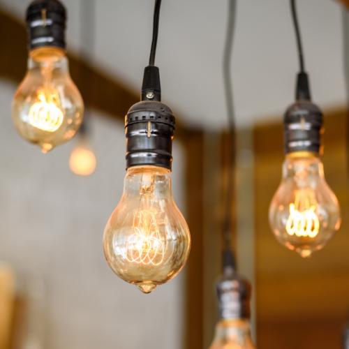 Déco : Les ampoules suspendues, un parfait accord entre Minimalisme et Design